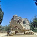 Le ceneri di Pirandello nella roccia come da lui voluto