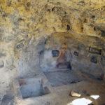 Grotta rupestre del villaggio bizantino