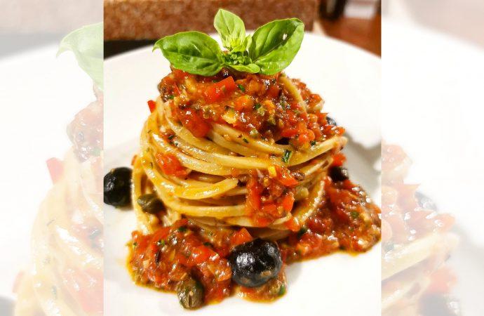 """Spaghetti con """"Pesto alla Siciliana"""""""